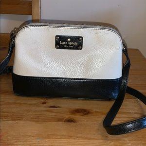 Kate Spade Hanna crossbody purse back/white